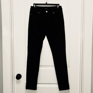 White House Black Market Dark Denim Skinny Leg 8R